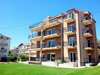 Spacious apartment in the center of Kaštel Lukšić with Parking, Internet, Air co