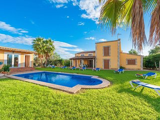 Spacious villa in Muro with Parking, Internet, Washing machine, Air conditioning