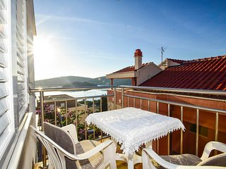 Spacious apartment in the center of Tisno with Parking, Internet, Air conditioni