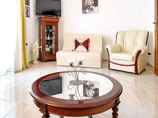 Spacious apartment in the center of Olhao with Lift, Parking, Internet, Washing