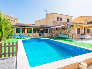 Spacious villa in Sineu with Parking, Internet, Washing machine, Air conditionin