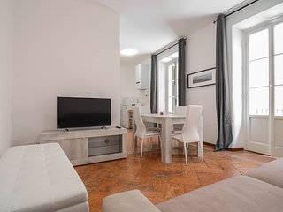 Spacious apartment very close to the centre of Bellagio with Internet, Air condi