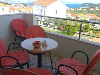 Spacious apartment in the center of Slatine with Parking, Internet, Washing mach