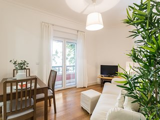 Spacious apartment close to the center of Lisbon with Internet, Balcony