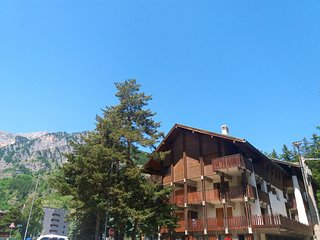 Spacious apartment in the center of Bardonecchia with Parking, Washing machine,