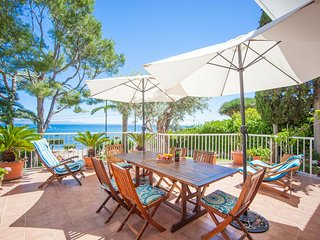 Spacious house a short walk away (169 m) from the 'Cala Alcanada' in Alcúdia wit