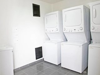Cozy room in Bogota with Lift, Internet, Washing machine