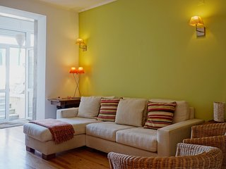 Spacious apartment in the center of Lisbon with Internet, Washing machine, Pool,