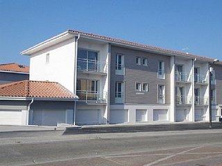 Cozy apartment in the center of Vieux-Boucau-les-Bains with Parking, Internet, W
