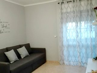 Spacious apartment very close to the centre of Manta Rota with Parking, Internet