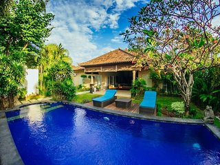 Spacious house in Kuta with Parking, Internet, Air conditioning, Pool
