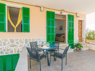 Spacious apartment a short walk away (115 m) from the 'Playa Can Picafort' in Ca