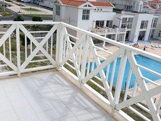 Spacious apartment in Atouguia da Baleia with Lift, Parking, Internet, Washing m
