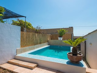 Spacious villa in the center of Llubí with Internet, Washing machine, Air condit