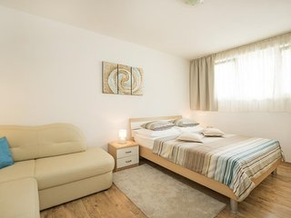 Cozy apartment close to the center of Split with Internet, Washing machine, Air