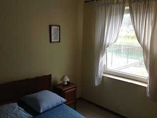 Cozy room in the center of Komolac with Parking, Internet, Pool
