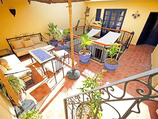 Cozy house very close to the centre of Marrakesh with Parking, Internet, Washing