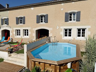 Spacious villa in Saint-Jean-d'Angely with Parking, Internet, Washing machine, P