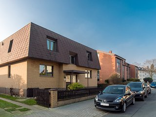 Cozy apartment close to the center of Langenhagen with Parking, Internet, Balcon