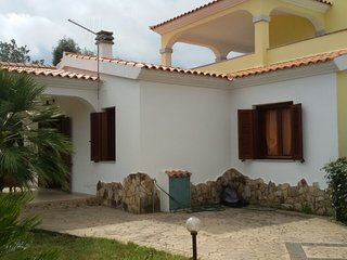 Spacious apartment in the center of San Teodoro with Parking, Washing machine, T