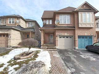 Cozy house in Mississauga with Parking, Internet, Washing machine, Air condition