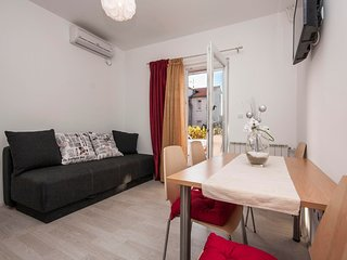 Cozy apartment close to the center of Brodarica with Parking, Internet, Air cond