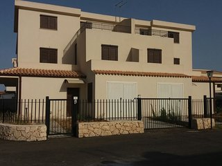 Spacious house in Syracuse with Parking, Washing machine, Pool, Terrace