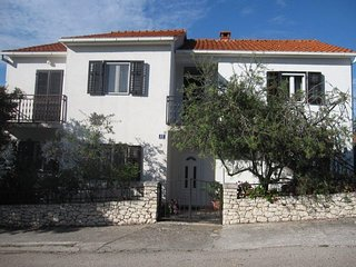 Cozy apartment in the center of Supetar with Parking, Internet, Washing machine,