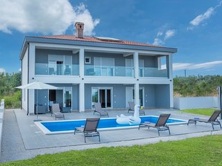 Spacious villa in Krnica with Parking, Internet, Air conditioning, Pool