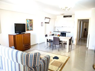 Spacious apartment very close to the centre of Reggio Calabria with Lift, Parkin
