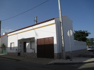 Cozy house in the center of Luz with Parking, Washing machine, Garden, Terrace