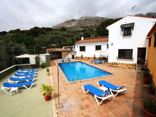 Spacious house in Villanueva del Trabuco with Parking, Internet, Washing machine