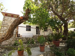 Cozy house close to the center of Vis with Parking, Internet, Air conditioning,