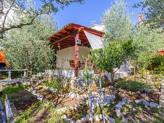 Cozy house in the center of Stari Grad with Parking, Internet, Washing machine,