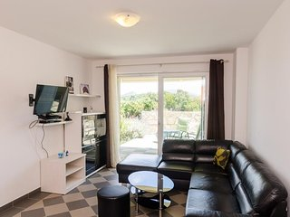 Cosy studio in the center of Drače with Parking, Internet, Air conditioning, Ter