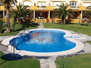 Cozy apartment a short walk away (150 m) from the 'Playa de Los Lances' in Tarif