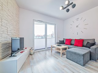 Cozy apartment very close to the centre of Poznań with Lift, Parking, Internet,