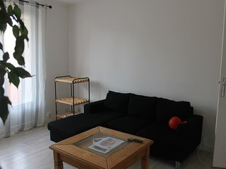 Spacious apartment in the center of Tain-l'Hermitage with Parking, Internet, Was