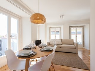 Spacious apartment very close to the centre of Lisbon with Internet, Air conditi