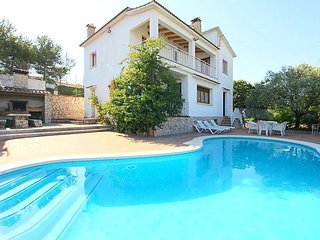 Spacious villa in the center of Canyelles with Parking, Internet, Washing machin