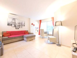 Cozy apartment in the center of Saint-Raphaël with Lift, Parking, Washing machin