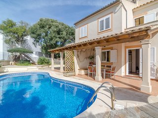 Spacious house a short walk away (472 m) from the 'Cala d'en Marcal' in Portocol