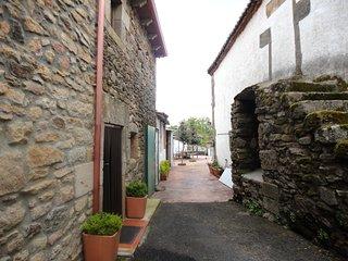 Spacious house in Vitigudino with Parking, Washing machine, Balcony, Terrace