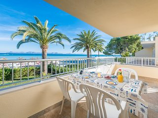 Spacious apartment a short walk away (80 m) from the 'Playa de Muro' in Alcudia
