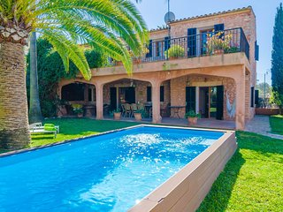 Spacious villa in the center of Es Llombards with Parking, Internet, Washing mac