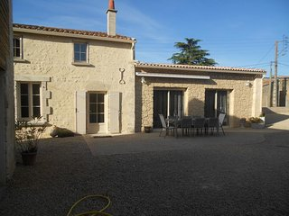 Spacious house very close to the centre of Taizé with Parking, Internet, Washing
