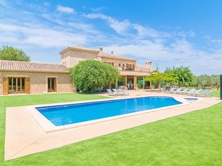 Spacious villa in Santa Margalida with Parking, Internet, Washing machine, Air c