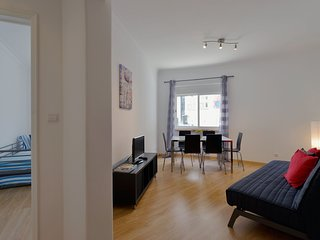 Spacious apartment close to the center of Lisbon with Lift, Internet, Washing ma