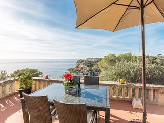 Spacious house a short walk away (53 m) from the 'Cala S'Almunia' in Cala Llomba
