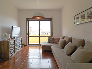 Spacious apartment very close to the centre of Porto with Internet, Balcony